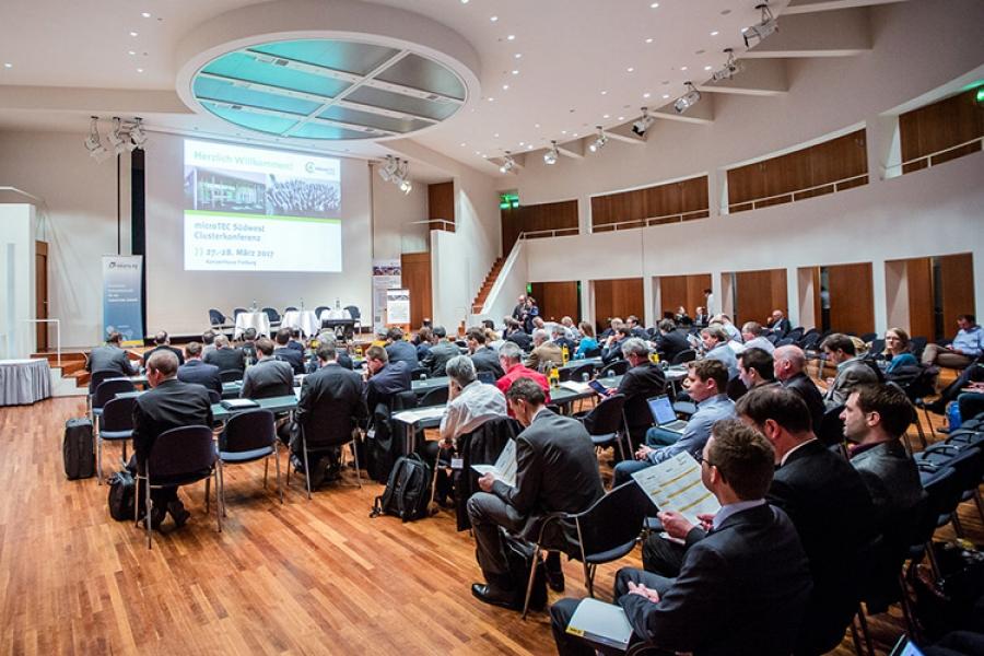 Zukunftsfähig mit Mikrosystemtechnik: Clusterkonferenz zeigt Erfolge und Trends