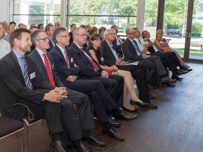 Mit Gästen aus Wirtschaft, Politik und Wissenschaft feierte das Fraunhofer IAF am 18.07.2017 den regionalen Auftakt der »Forschungsfabrik Mikroelektronik Deutschland« in Baden-Württemberg.