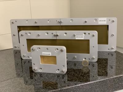 Vollständiger Gittersatz für die Röntgeninterferometrie - Einzelgitter können bis zu 19x10cm² groß sein