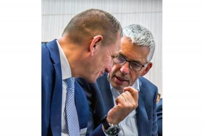 """Max Lemke und Peter Mendler (Referatsleiter """"Industrie- und Technologiepolitik, Digitalisierung"""" im Wirtschaftsministerium von Baden-Württemberg)"""
